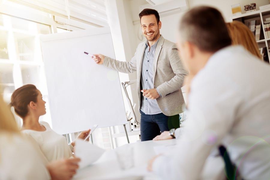 マネジメント研修のおすすめは?リーダーが育つ研修のポイントも解説